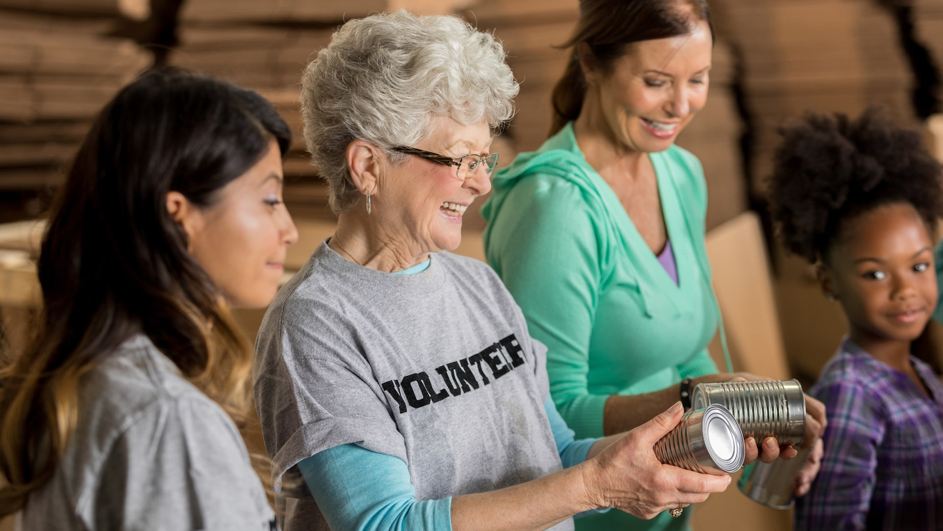 older-woman-volunteering-with-group